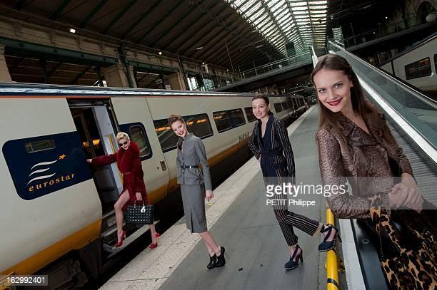 Paris Eternal Muse Of Fashion 60 ans de mode à l'occasion de l'anniversaire de Paris Match quatre mannequins posant au terminal Eurostar de la gare...