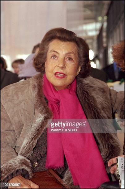Paris Fashion Week Haute Couture Spring Summer 2001 Collections Ungaro On January 22Th 2001 In Paris France Liliane Bettancourt