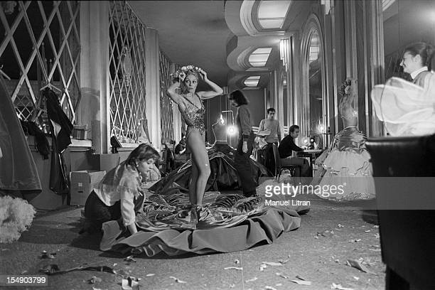 Paris February 17 the new magazine 'Folie i adore you' to the Folies Bergere Behind the scenes the last preparations before the firSt On the right...