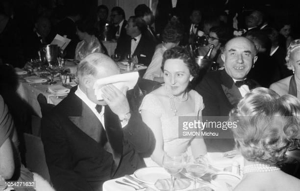 Paris France 12 décembre 1957 Le ToutParis a assisté à la première de la revue Prestige le nouveau spectacle du Lido qui se jouera pendant un an sans...