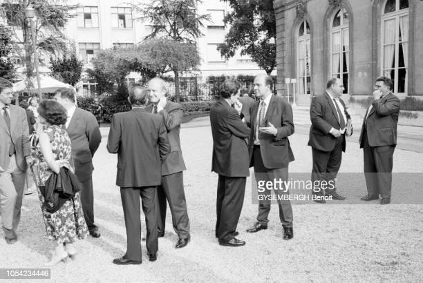 Paris France 13 juillet 1998 Le président de la République Jacques Chirac s'est rendu au ministère de la Défense la veille du 14 juillet Il était...