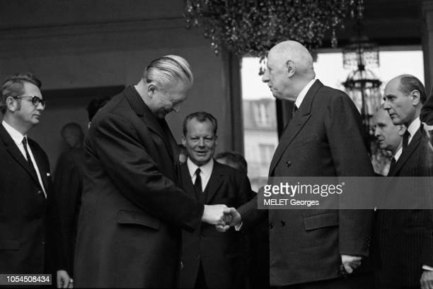 Paris France 13 mars 1969 Le chancelier ouestallemand Kurt Georg KIESINGER est reçu à l'Elysée par Charles DE GAULLE président de la République...