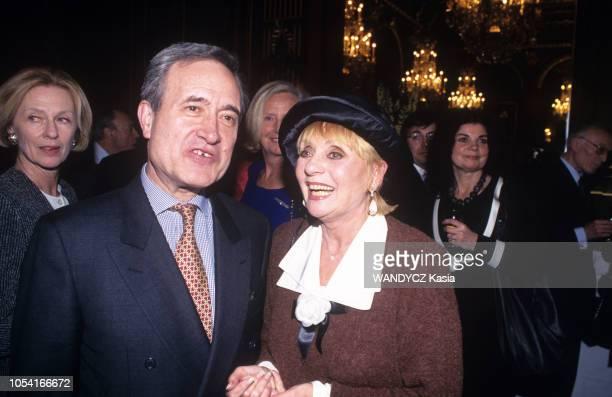 Paris France 18 janvier 1996 Soirée organisée pour le nouvel an à l'Hôtel de Ville de Paris Le maire Jean TIBERI et la chanteuse Annie CORDY