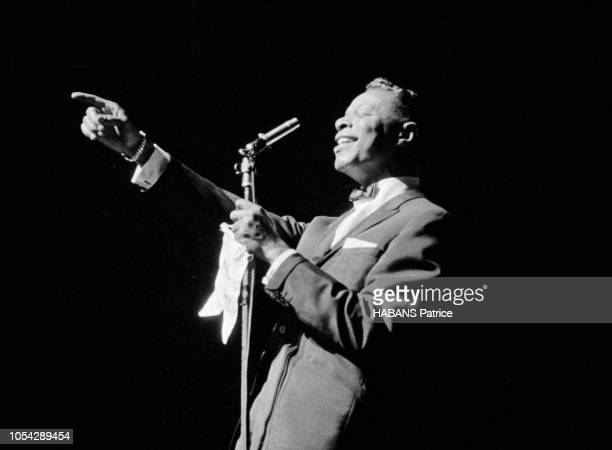 Paris France 19 avril 1960 Le chanteur et pianiste de jazz et de rhythm and blues américain Nat King COLE en concert à l'Olympia avec le Quincy Jones...