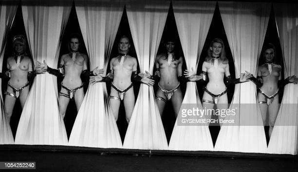 Paris France 1977 Spectacle de nu au cabaret Le Milliardaire Ici le tableau final I've got a macho