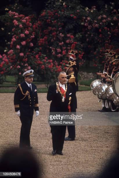 Paris France 20 juin 1969 Cérémonie d'investiture du nouveau président élu Georges POMPIDOU au palais de l'Elysée Dans la cour de l'Elysée le...