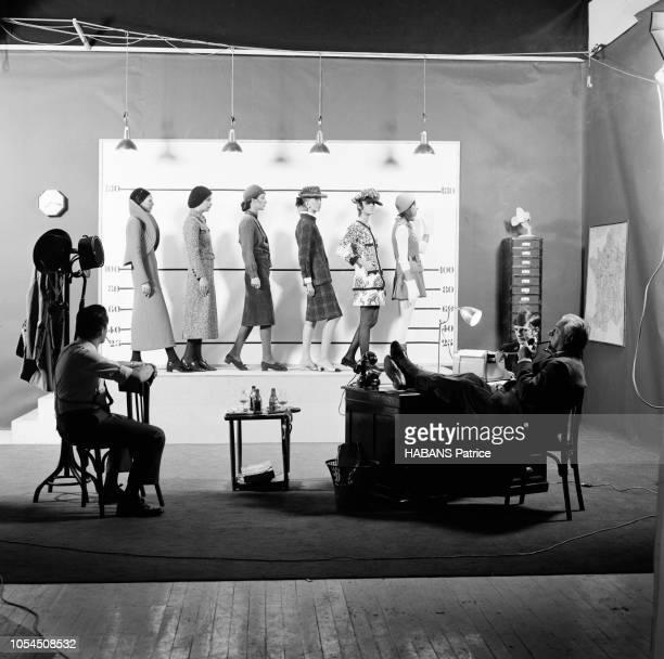 """Paris, France, 28 août 1969 --- Présentation des modèles de l'hiver 1970. Les couturiers sont divisés en trois clans : les """"courts"""" , les..."""