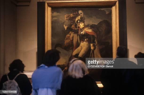 Paris France 3 janvier 1992 Exposition des oeuvres de Théodore GERICAULT au Grand Palais Des visiteurs devant le tableau Cuirassier blessé quittant...