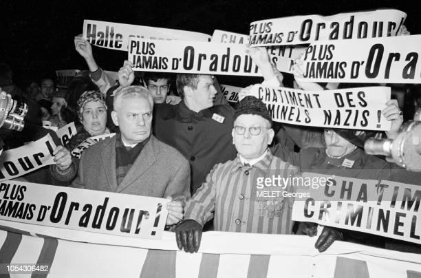 Paris France 5 décembre 1966 Manifestation antinazisme devant l'ambassade d'Allemagne de Paris