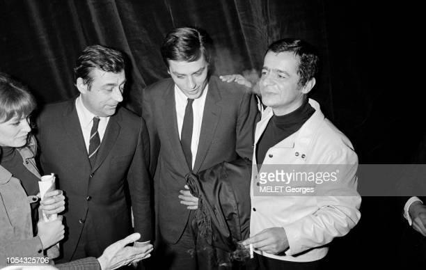 Paris France 8 février 1968 Tour de chant de Serge REGGIANI à Bobino du 7 février au 4 mars 1968 Serge REGGIANI avec Alain DELON François PERIER et...