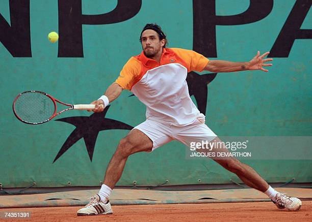 Argentine player Mariano Zabaleta hits a forehand shot to compatriot Agustin Calleri their French Tennis Open first round match at Roland Garros 29...