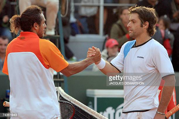 Argentine player Mariano Zabaleta shakes hands with compatriot Agustin Calleri during their French Tennis Open first round match at Roland Garros 29...