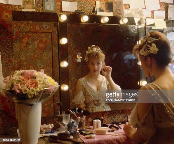 """Paris, France - Avril 1993 - Rendez-vous avec l'actrice Sophie MARCEAU au théâtre Hébertot où elle joue dans la pièce """"Pygmalion"""" de George Bernard..."""