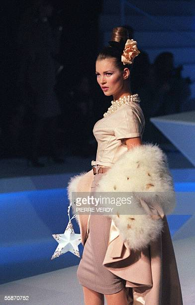 British model Kate Moss presents a creation by French designer Thierry Mugler during the Autumn/Winter Ready-to-Wear 1995/96 collections in Paris, 16...