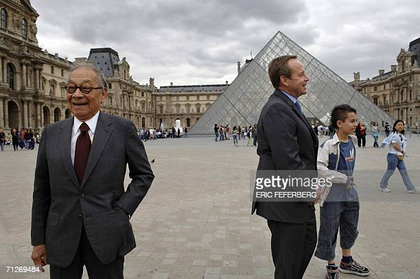 Chinese architect of the Louvre Pyramid Ieoh Ming Pei and the French Culture Minister Renaud Donnedieu de Vabres pose for photographers 22 June 2006...