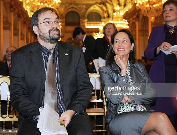 Francois Chereque secretaire general de la CFDT et Segolene Royal president de la region PoitouCharentes assistent le 14 fevrier 2005 a l'Hotel de...
