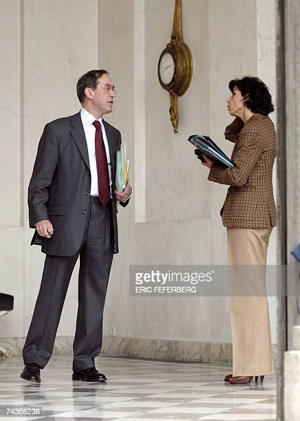 French Justice minister, Rachida Dati chats with Elysee's spokesman, Claude Gueant at the Elysee Palace at the end of the weekly cabinet meeting, 30...