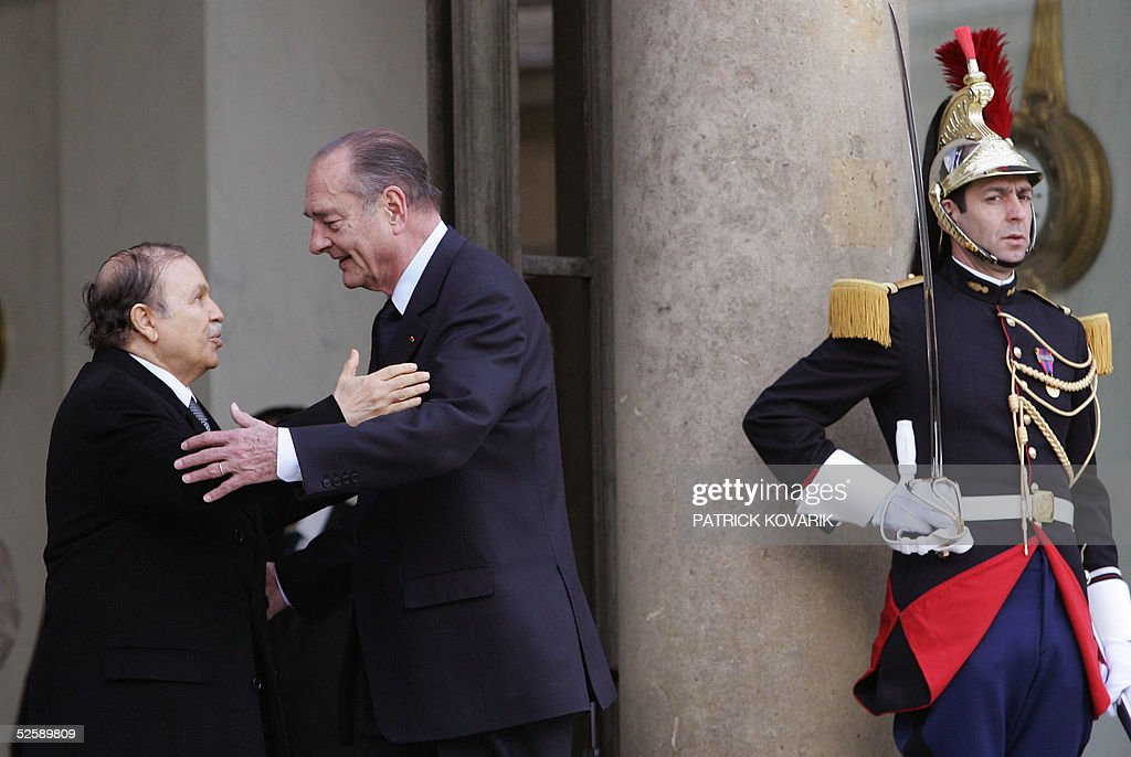 French President Jacques Chirac (L) acco : Nieuwsfoto's