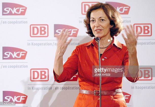 French railways company SNCF director AnneMarie Idrac gestures 25 May 2007 in Paris during a pressconference after the arrival of the German high...