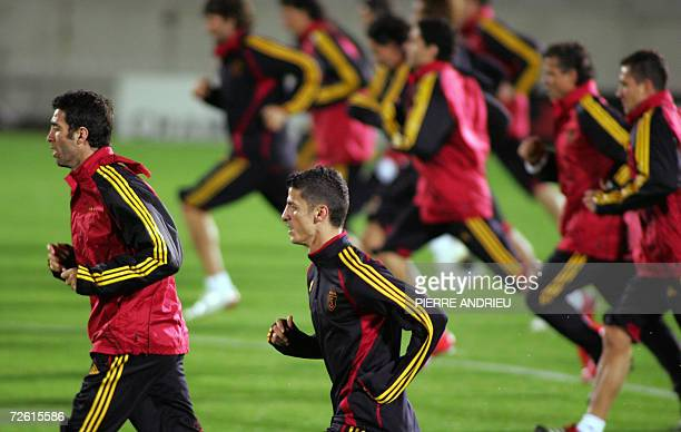 Galatasaray's Hakan Sukur and teammate warm up during a training session 21 November 2006 at the Chaban Delmas stadium in Bordeaux on the eve of the...