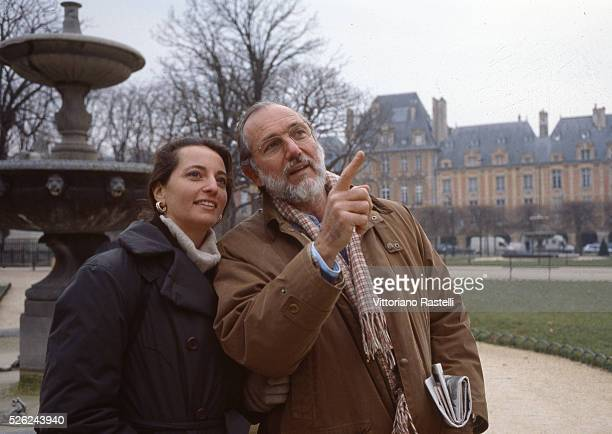Paris France Italian architect Renzo Piano takes a stroll with his wife Milly in the le Marais district of Paris October 18 2006 Piano is one of the...
