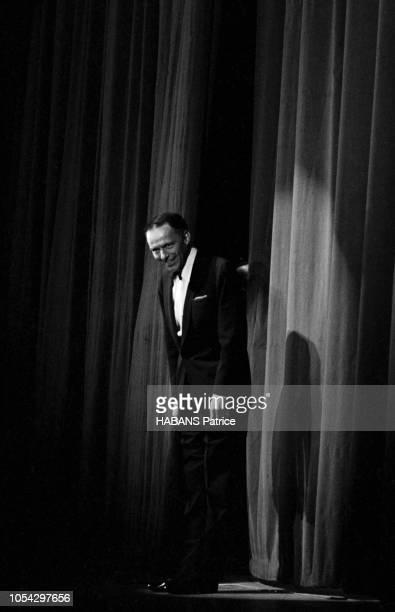 Paris France juin 1962 Pour son premier récital parisien le crooner américain Frank SINATRA a donné deux concerts le 5 juin au Lido et le 7 juin à...