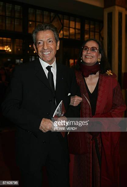 L'acteur Michel Creton arrive avec l'actrice Claudine Auger le 24 avril 2006 au theatre Mogador a Paris pour participer a la 20e edition de la...