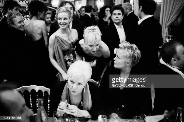 Paris France le 24 février 2001 La 26e NUIT DES CESARS 2001 s'est tenue au Théâtre des ChampsElysées les acteurs dans les coulisses et lors du diner...