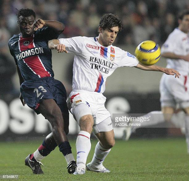 Lyon's Brazilian midfielder Juninho vies with Paris' Cameroonian midfielder Modeste Mbami during their French L1 football match 16 April 2006 at the...