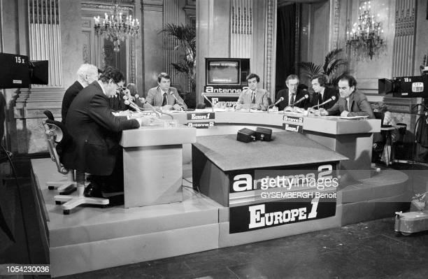 Paris France Mars 1978 Soirée électorale sur Antenne 2 et Europe 1 pour commenter les résultats des élections législatives de mars 1978 Autour de la...