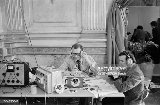 Paris France Mars 1978 Soirée électorale sur Antenne 2 et Europe 1 pour commenter les résultats des élections législatives de mars 1978 Deux...