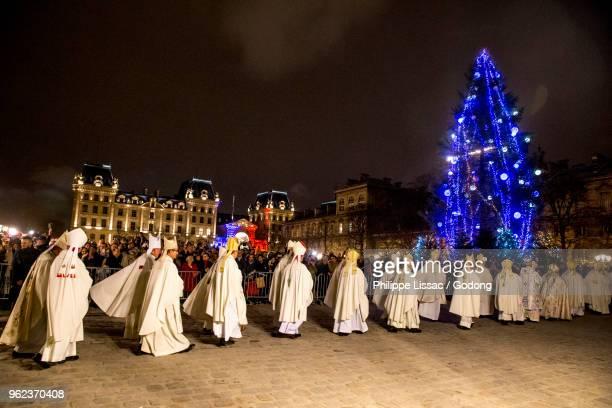 Paris, France. Michel Aupetits first mass as Paris archbishop at Notre Dame de Paris cathedral, France. Entry procession.