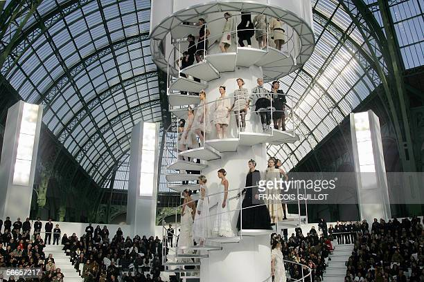 Models present creations by German designer Karl Lagerfeld for Chanel during the Spring/Summer 2006 Haute Couture collections 24 January 2006 in...