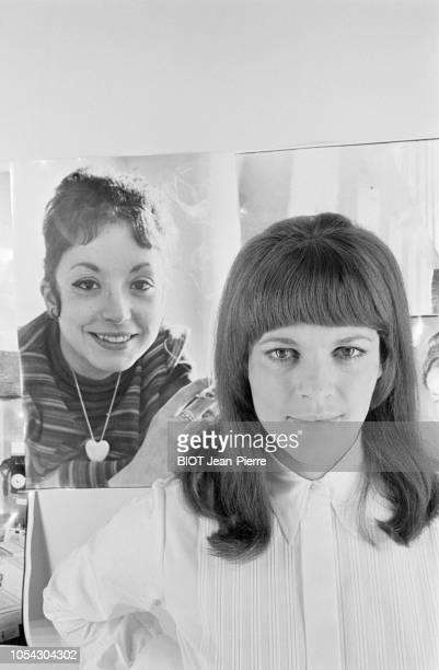 Paris France octobre 1967 Rendezvous avec la chanteuse NICOLETTA qui a vendu en deux mois l'été dernier 150 000 exemplaires de son disque 'la...