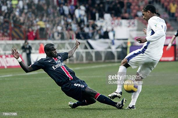 Paris' defender Bernard Mendy vies with Auxerre's Frederic Thomas during their French L1 football match 11 March 2007 at the Parc des Princes stadium...
