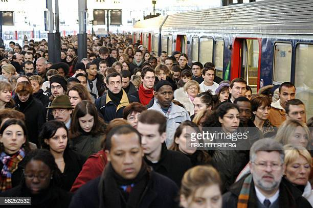 People disembark an overcrowded train at the Gare Saint Lazare railway station 22 November 2005 in Paris as the majority of trains in France ground...