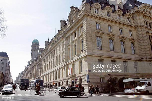 Police block the street in front of the Sorbonne University 13 March 2006 in Paris three days after hundreds of students holedup following sometimes...