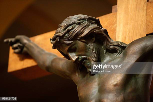 paris, france, saint-dominique church, statue of christ on the cross - good friday stock pictures, royalty-free photos & images