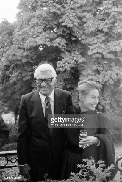 Paris France septembre 1982 L'acteur américain Cary GRANT et son épouse Barbara en visite à Paris se sont rendus au pavillonrestaurant L'Orée du bois...