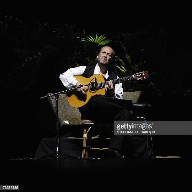 Spanish flamenco composer and guitarist Paco de Lucia performs during a concert in Paris' Grand Rex 09 March 2007 AFP PHOTO STEPHANE DE SAKUTIN