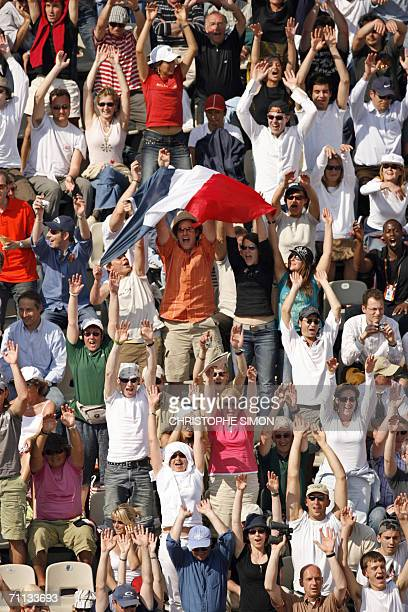 The crowd makes the wave during the match between France's Gael Monfils and Serbia Montenegro's Novak Djokovic on the fourth round of the French...