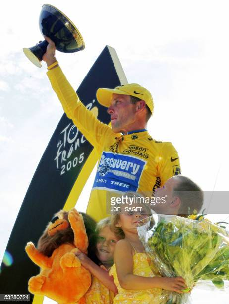 The overall winner US Lance Armstrong celebrates with his three children on the winners' podium after the 21st stage of the 92nd Tour de France...