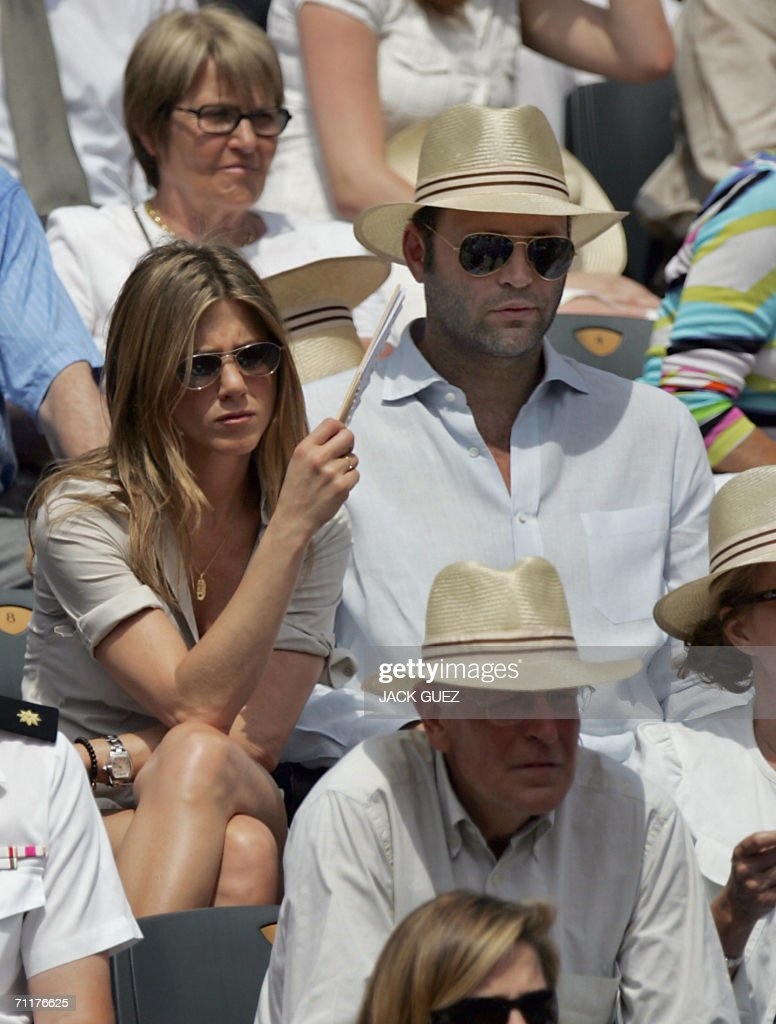 US actress Jennifer Aniston (L) and US actor Vince Vaughan (top R) watch the match opposing Spain's Rafael Nadal to Swiss Roger Federer during the French tennis Open finals at Roland Garros in Paris 11 June 2006.