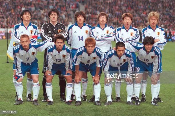 LAENDERSPIEL 2001 Paris FRANKREICH JAPAN 50 hintere Reihe vlnr Naoki MATSUDA TORWART Seigo NARAZAKI Shunsuke NAKAMURA Akinori NISHIZAWA Toshihiro...