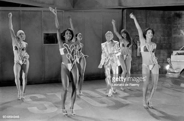 Paris French singer Claude François with his Clodettes on the set of the tv show Numéro 1 dedicated to the EnglishFrench actress singer songwriter...