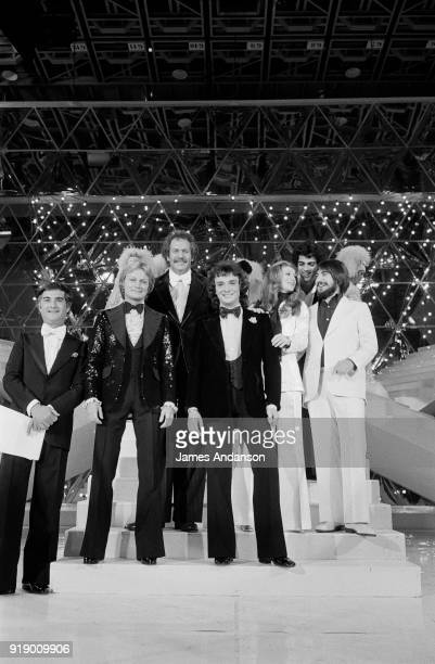 Paris - from left to right : French actor Jean-Claude Brialy, french singer Claude François, american singer Mort Shuman, french singers Michel...