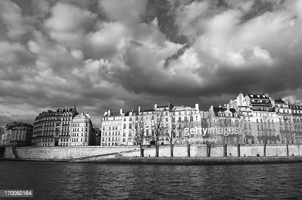 Paris depuis la Seine Ciel hivernal