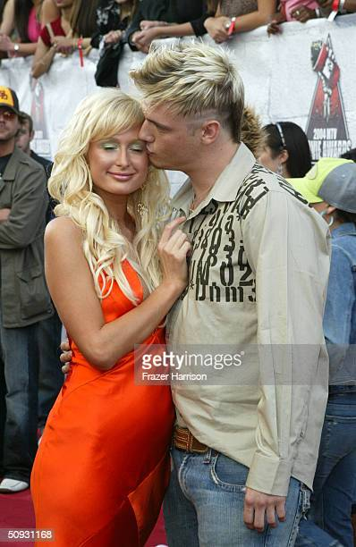 Paris Hilton and singer Nick Carter arrive to the 2004 MTV Movie Awards at the Sony Pictures Studios on June 5 2004 in Culver City California The...