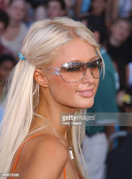 Paris Hilton arriving at The Teen Choice Awards 2003