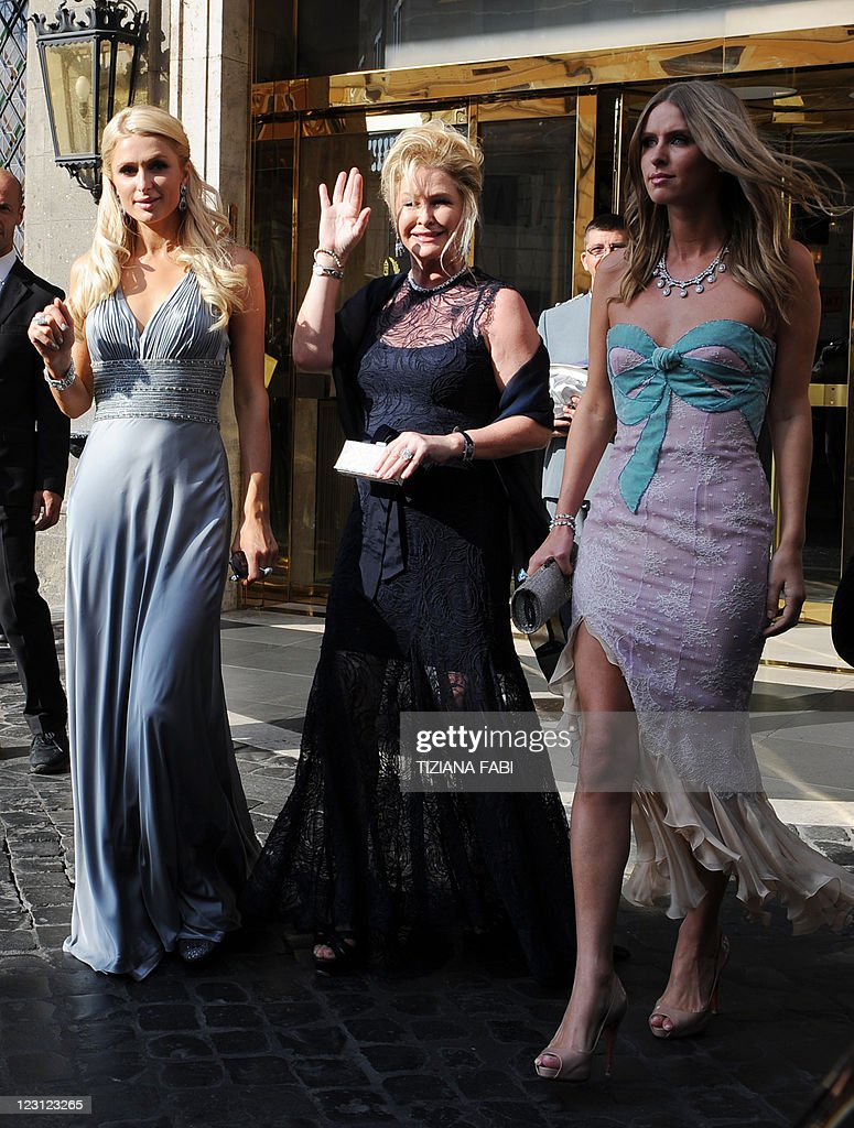 L Her Mother Kathy Hilton C And Sister